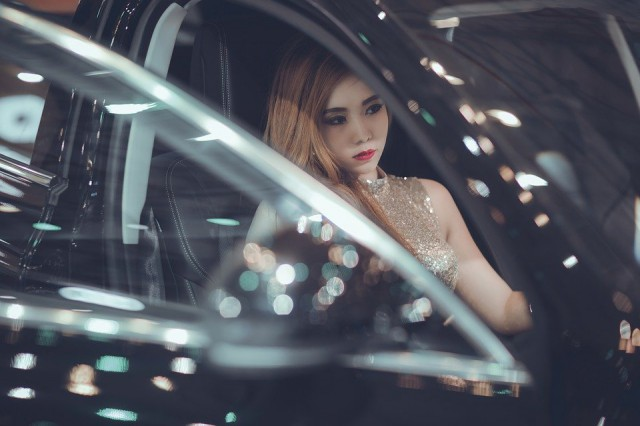 woman-in-the-car-2143753_960_720